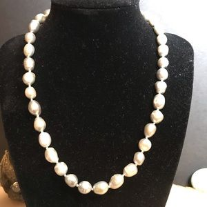 Jewelry - Genuine cultured pearl necklace.